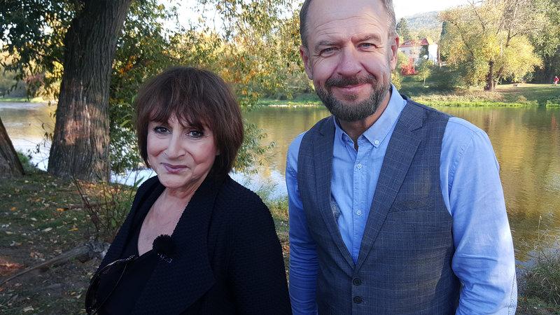 Tena Elefteriadu s moderátorem Václavem Žmolíkem.